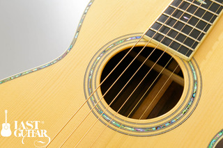 Urano Parlor Guitar (10).jpg