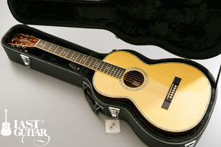 Urano Parlor Guitar (11).jpg