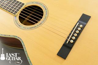Urano Parlor Guitar (1).jpg