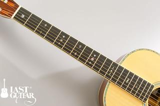 Urano Parlor Guitar (2).jpg