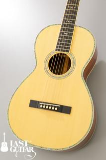 Urano Parlor Guitar (9).jpg